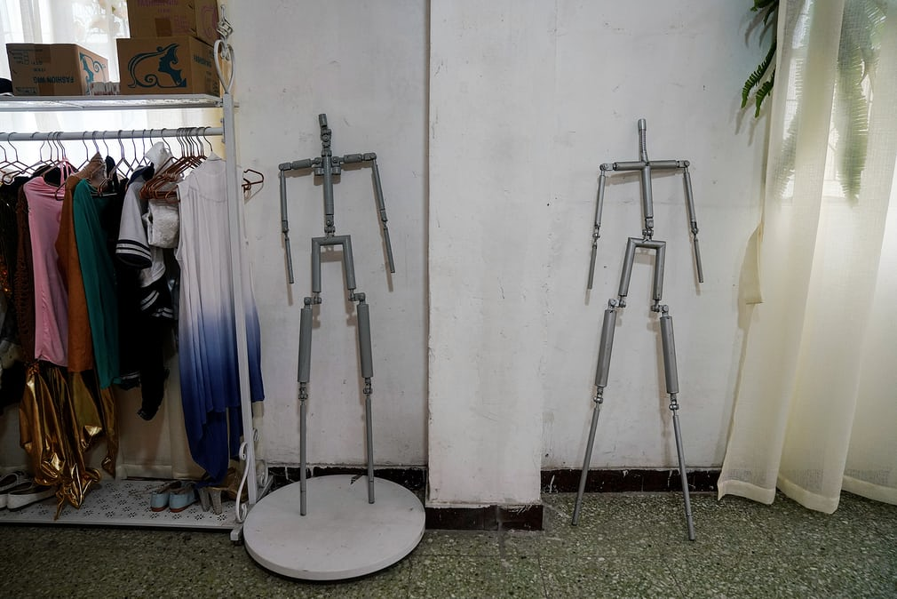 Metal skeletons ready to be put in a mould