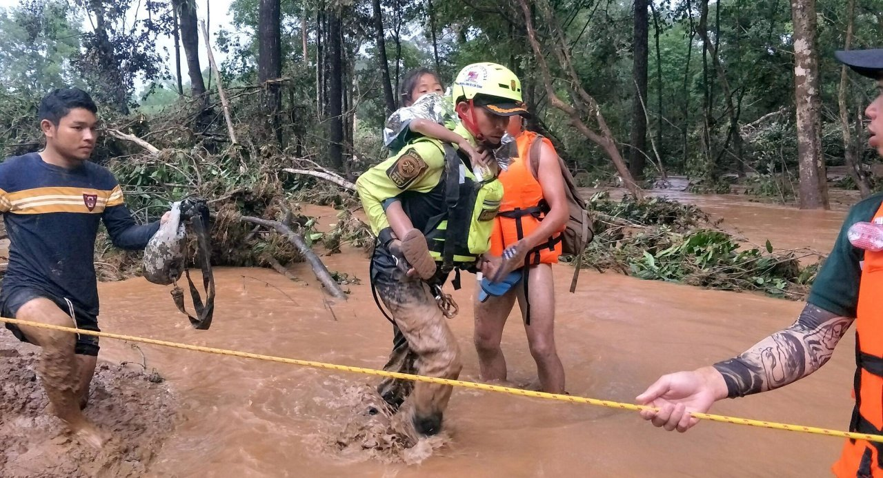 Baby Laos dam Thai rescue volunteers Baby saved Thai cave pattaya today