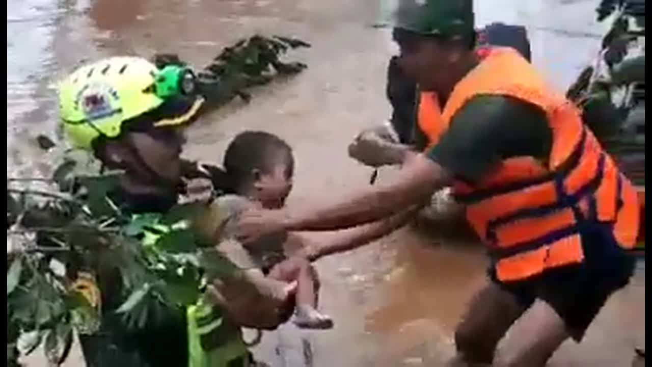 laos flood stranded child rescue pattayatoday