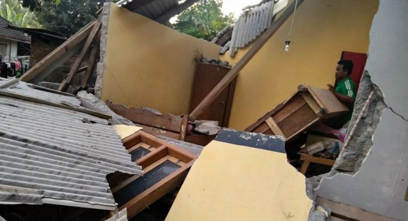Latest: Strong quake hits island of Lombok, at least 10 dead