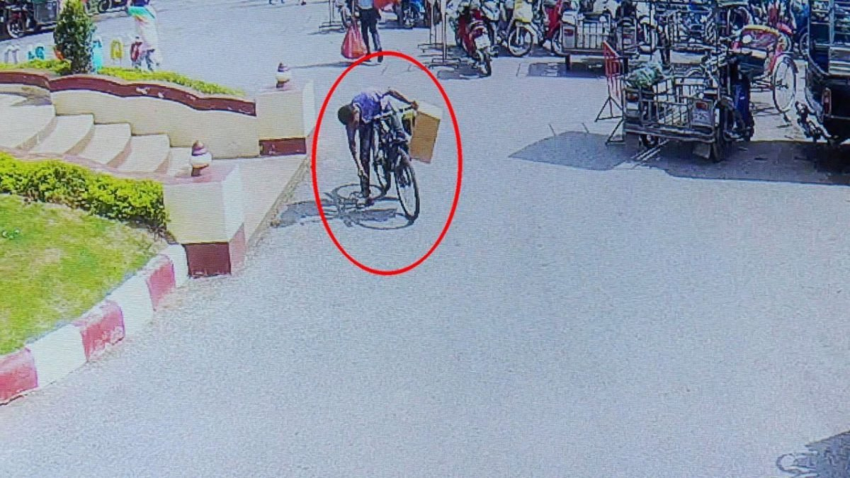 Search launched in Korat for limping cyclist man who stole student's wallet