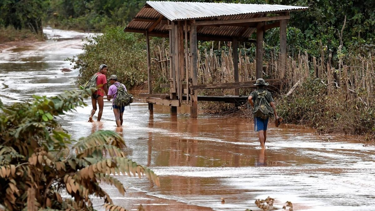 Mud hampers Laos dam rescue with hundreds still unaccounted for