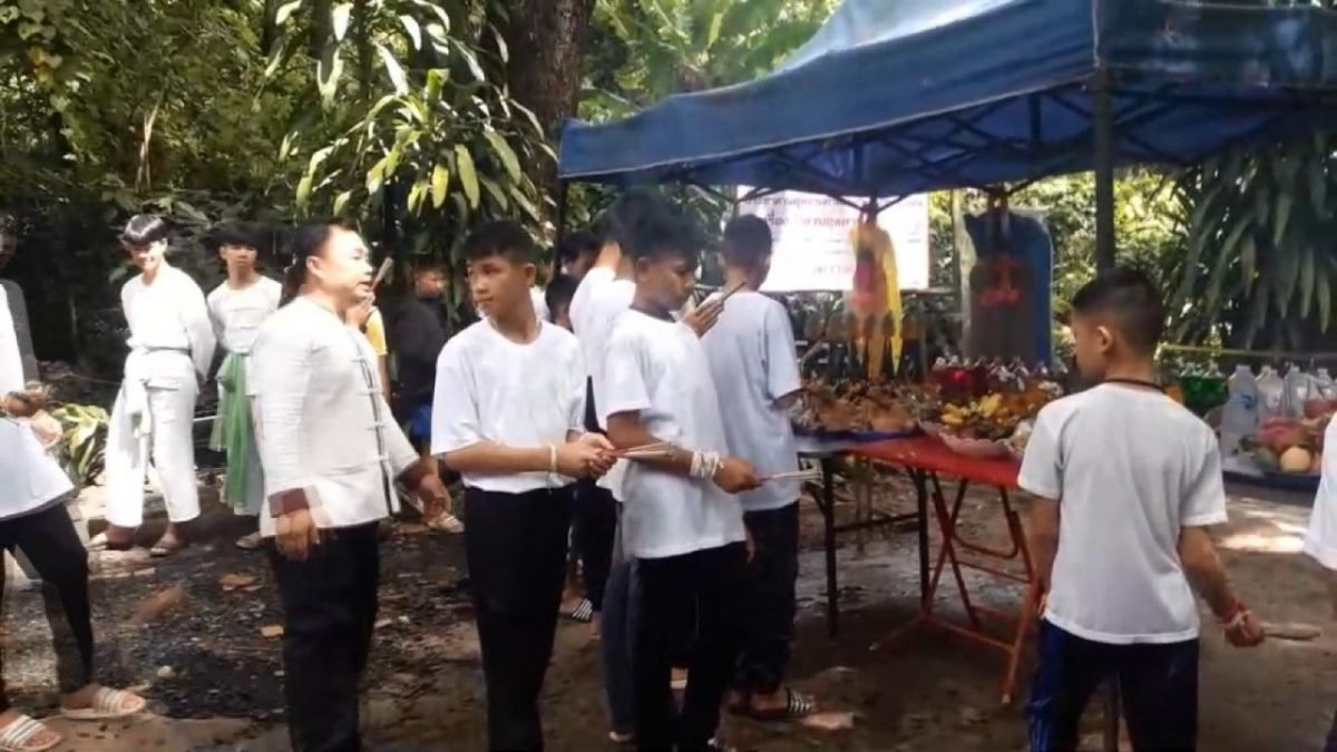 Twelve young footballers and their assistant coach, along with their family members and some state officials, on Sunday attend a ceremony in front of Chiang Rai's Tham Luang cave.