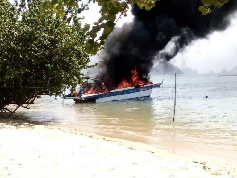 Speedboat goes up in flames in Phang Nga Bay