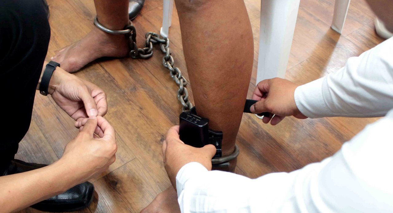 EM monitoring bail warrants The electronic monitoring 49 offenders