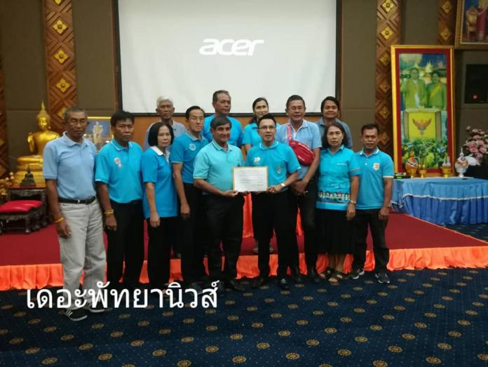 Government Health officials hold meeting on Chonburi Dengue Fever outbreak, donate 87,000 baht to families of recent victims