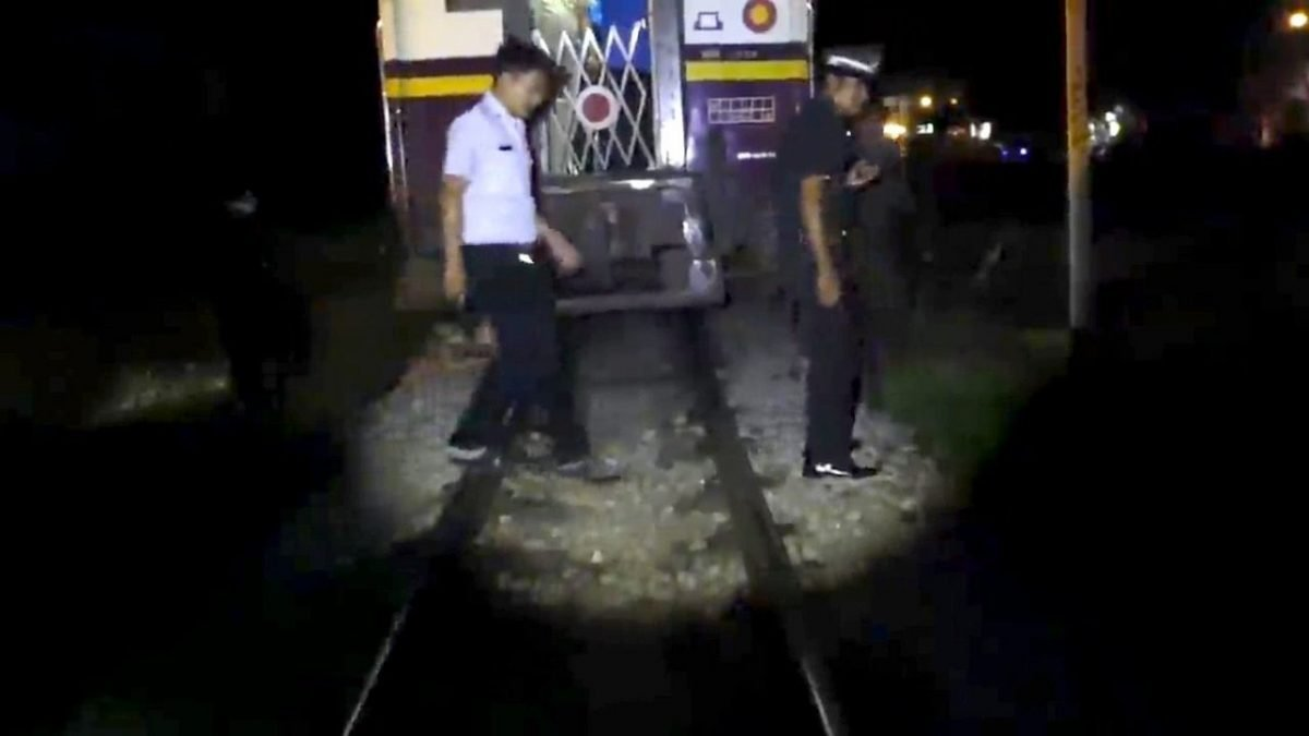 Homeless man hit, injured by train in Chumphon