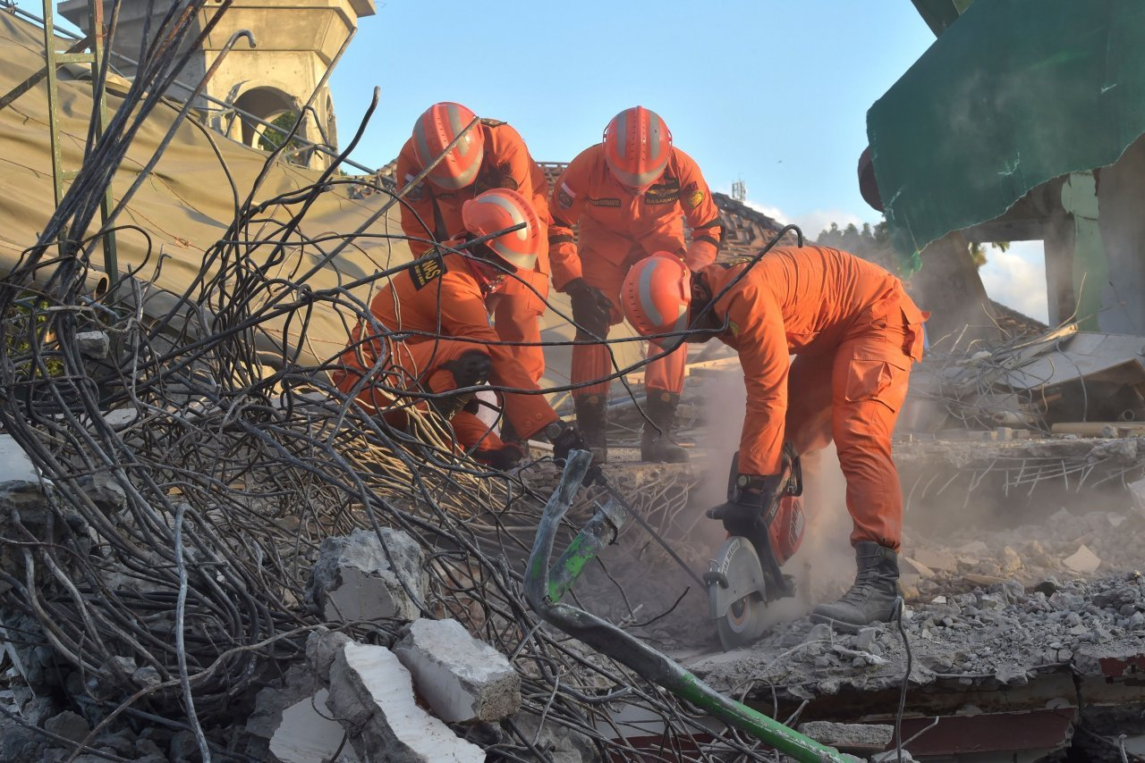 Lombok quake victims help how to How you