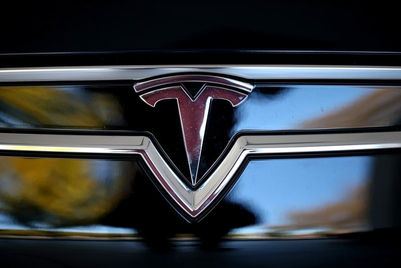 Tesla boss Musk weighs go-private deal for electric carmaker