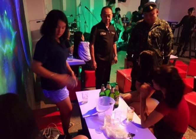 Two Chiang Mai pubs raided for allowing underage drinking