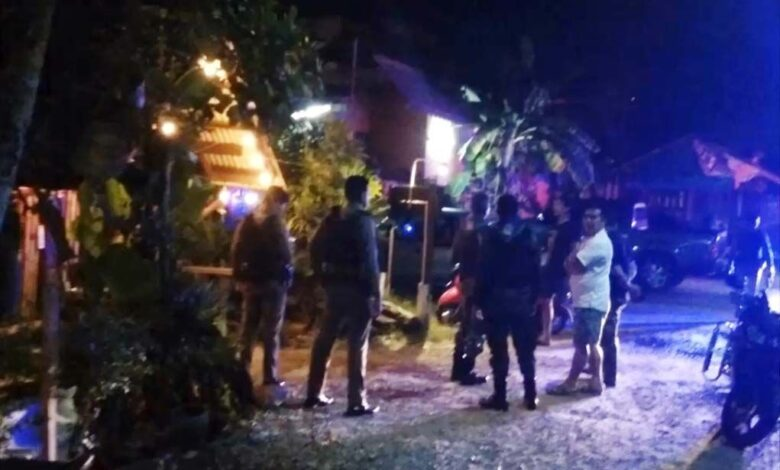 Paramilitary volunteer commits 'suicide'. A paramilitary ranger volunteer reportedly shot himself dead in the toilet of a restaurant in Narathiwat