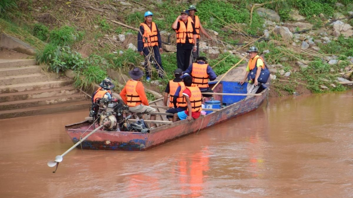 Search for three troops continues in Nan River