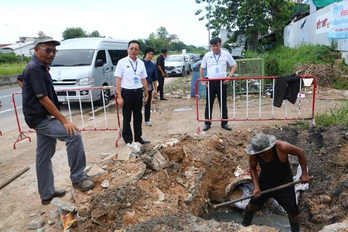 Pattaya councilmen check flood-hit neighborhoods. Pattaya City Council members visited the Baan Nernrodfai community to follow on efforts to