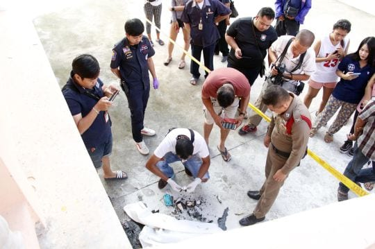 Video: Man sets himself on fire at Pattaya temple