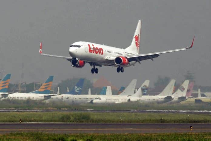 BOEING WARNS 737 MAX MAY PLUNGE DUE TO ERROR AFTER LION AIR CRASH