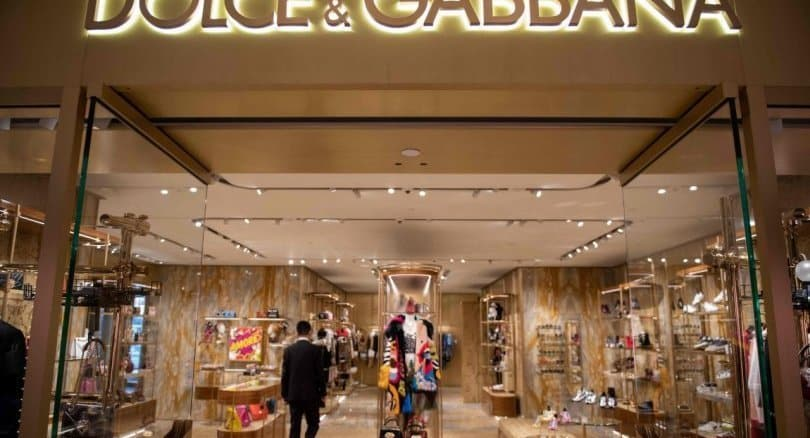 Dolce & Gabbana say sorry, in Chinese, after race row. The founders of Italian fashion house Dolce & Gabbana apologised to Chinese customers