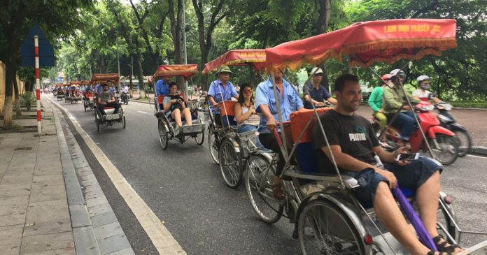 Thailand losing tourists to neighbours, reports
