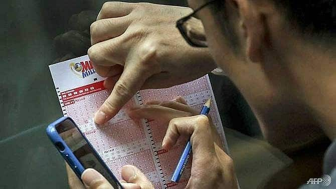 US couple win $1.8 million after finding discarded lottery ticket