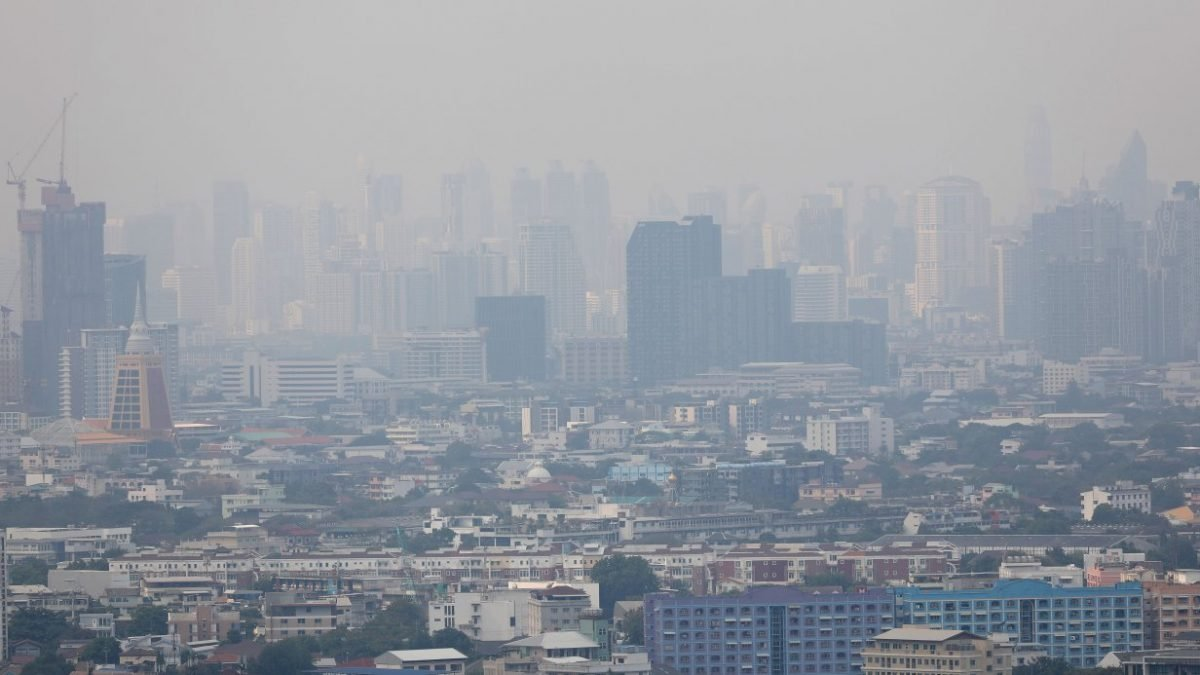 Bangkok gets pollution warning