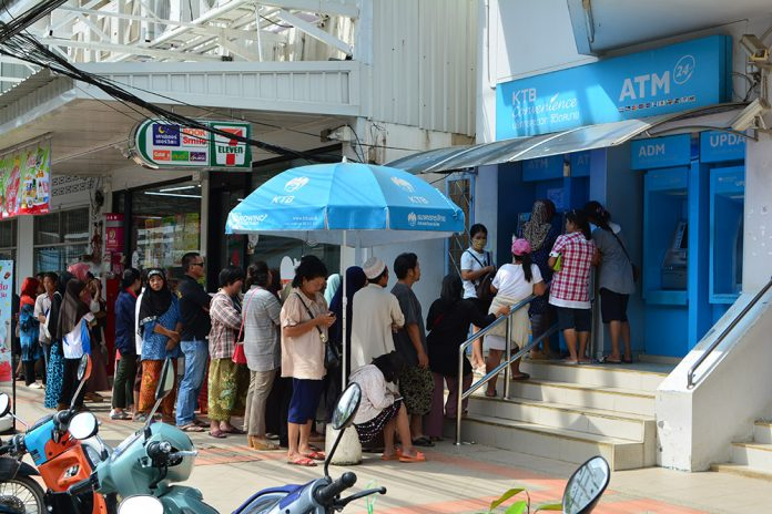 CASH RUSH! COMMOTION AS CROWDS HUSTLE FOR 500B HOLIDAY HANDOUT