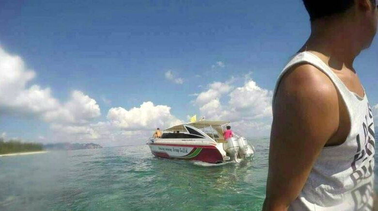 Chinese tourist hit by speedboa tpropeller. A Chinese tourist, 39, sustained severe leg injuries when she was hit by a propeller while the boat was moving