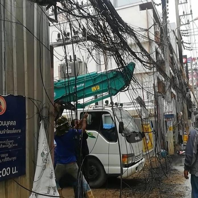 Electrical Fire behind Avenue causes minor damage, alarms tourists and locals. An electrical fire caused by a short circuit in communication wires behind
