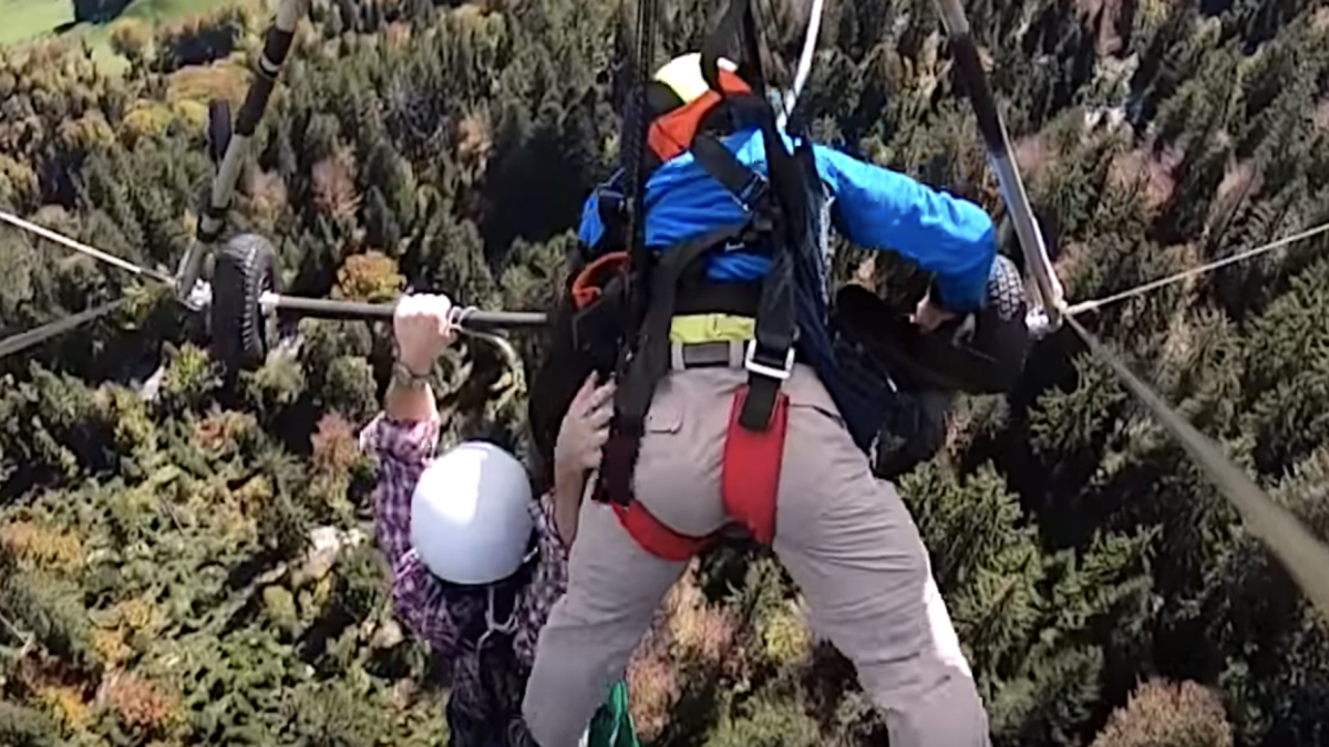 Video: First-Time Hang Glider Hangs On For Dear Life Without Safety Harness