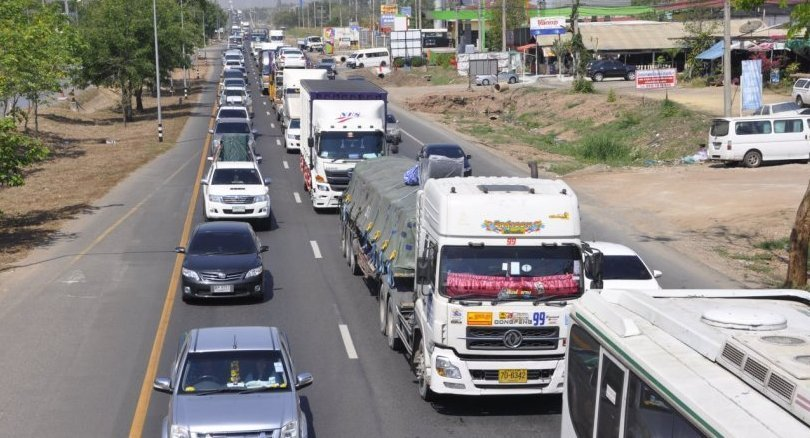 Large trucks banned from major northern, northeastern roads over New Year holidays