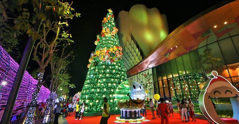 "'Tallest Christmas tree in Northeast' lit with 30,000 bulbs. The ""tallest Christmas tree in the Northeast"" was lit in front of Central Plaza Nakhon"