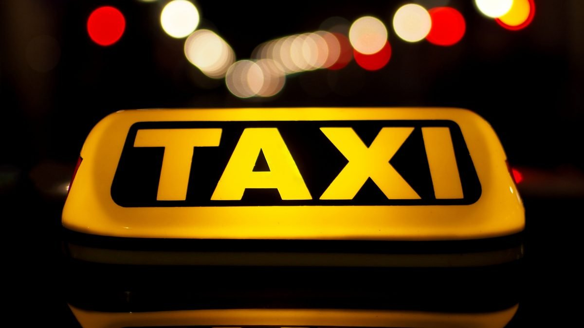Video: Taxi drivers hidden 'rip off' button is revealed