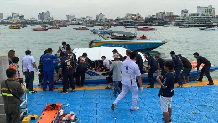 Three Thai men die while cleaning a floating restaurant's engine room, two injured. Three Thai men have died and two men, 23 and 38 years old, remain