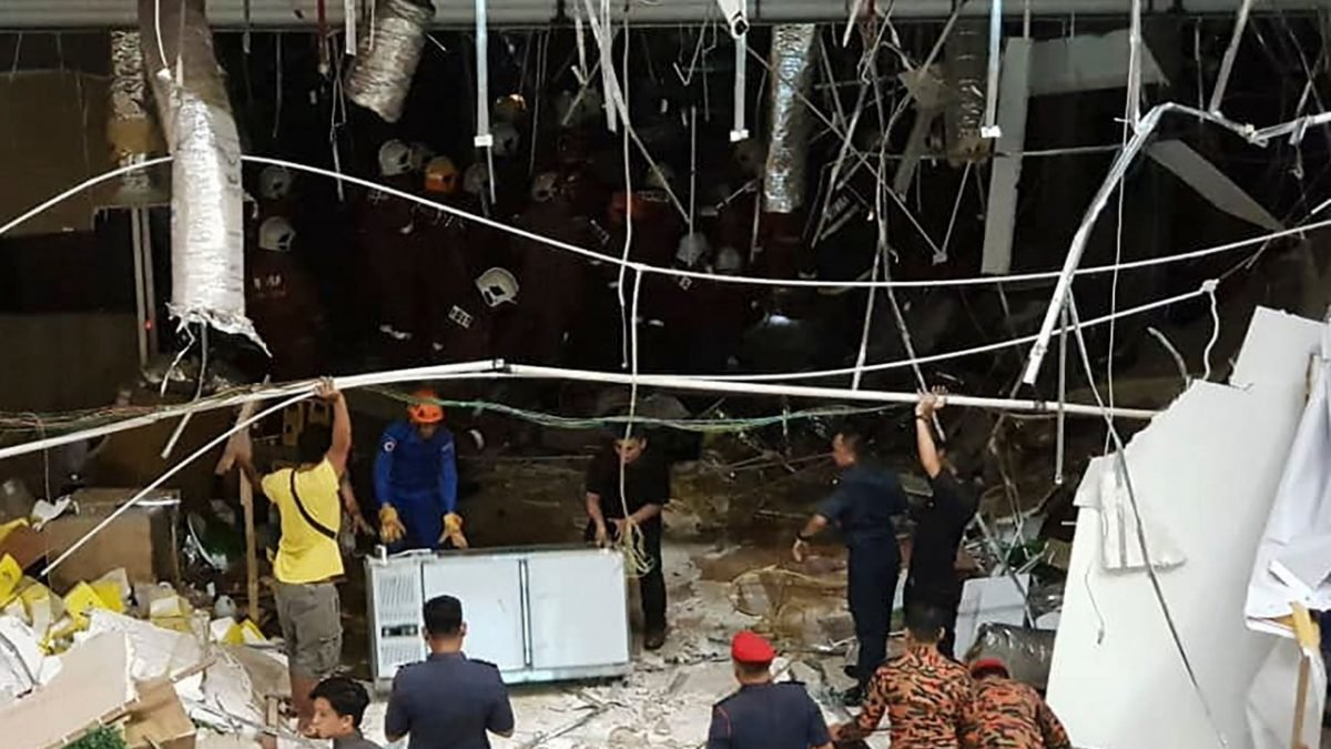 Urgent : Three killed in Malaysia shopping mall explosion
