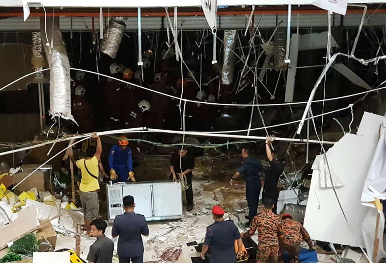 Urgent : Three killed in Malaysia shopping mall explosion. Threepeople were killed and 24 injured Tuesday when a powerful explosion rocked