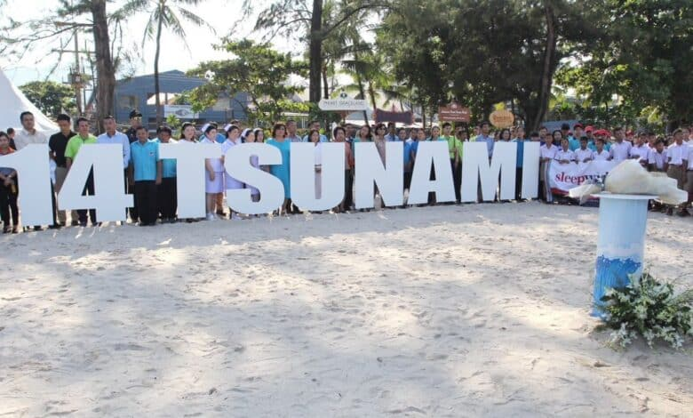 Tsunami remembrance ceremony held on Patong Beach. Residents, tourists and provincial dignitaries gathered on Wednesday morning at Patong Beach