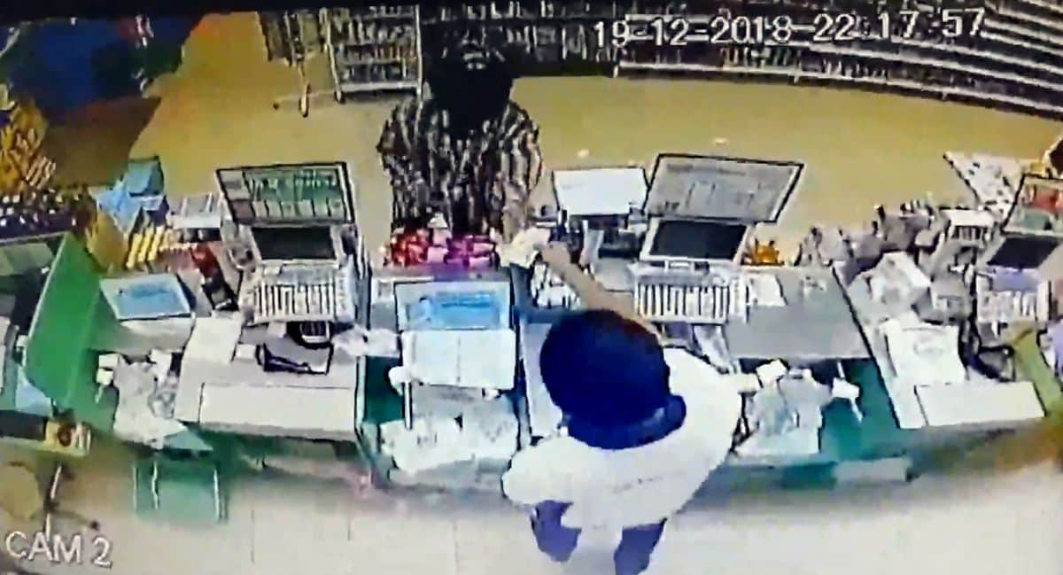 Udon Thani police hunt polite convenience store robber. Udon Thani police are searching for a polite robber who gave a wai before and after he robbed two