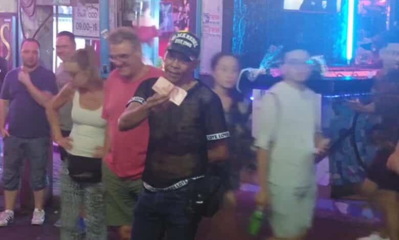 The Walking Street Magician that won't play unless you pay!! The magician of walking street Pattaya Thailand. A beautiful magic trick of cigarettes