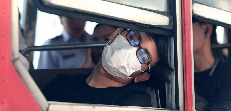 Bangkokians don face masks as smog situation worsens. Bangkokians were greeted by thick smog on Monday morning forcing a lot of them to wear facemasks