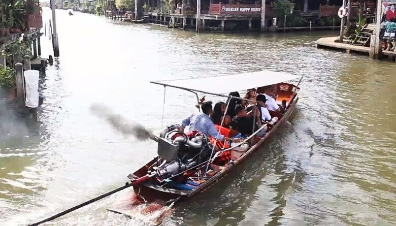 Fast boats are taking over Damnoen Saduak Floating market. There have been complaints made against boat drivers at the Damnoen Saduak Floating market