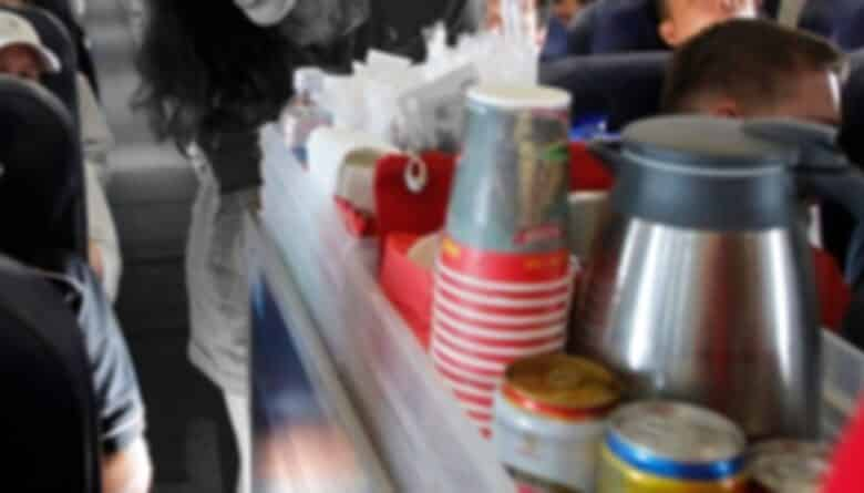 Flight attendant accidently spilled hot water on child's leg. The story occurred while the family was traveling from Roi Et province to Don Muang airport