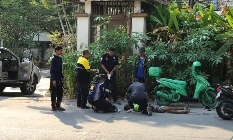 man collapses in soi Khao Noi. A man collapsed in front of the Welcome Inn on soi Khao Noi this afternoon. The man who has not yet been named was thought