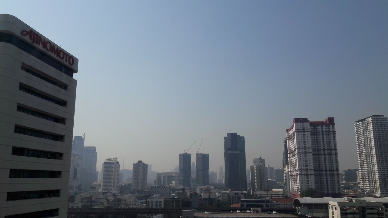 Smog expected to worsen on Monday. With air pollution lingering in Bangkok on Sunday and possibly set to worsen on Monday, the head of the Department