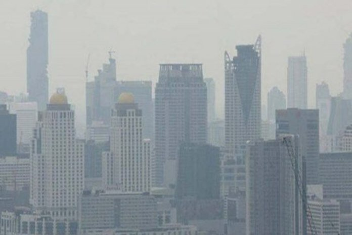 Smog surges in all areas of Bangkok. The Pollution Control Department (PCD) says the amount of PM2.5 (particulate matter) escalated above