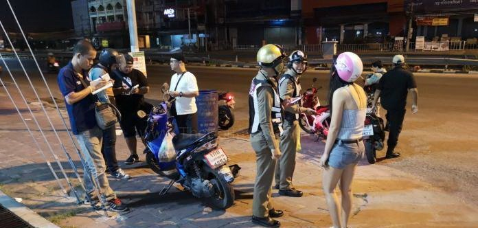 Thai girl has bag with 30,000 baht and brand new Iphone X snatched on motorbike taxi by drive by thieves