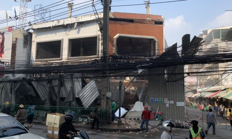 Two injured after collapse of under-demolition building national. A four-storey building in Bangkok's Soi Ramkhamhaeng 51/2 area, which was in the process