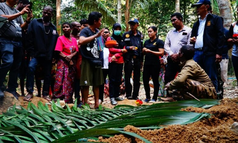 Typhus claims second victim in Maniq tribe. Typhus has claimed a second victim in a month among the Maniq forest tribe of Phatthalung's Pa Bon district,