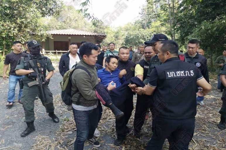 """""""Ungrateful son"""" who raped his own mother taken down in Chiang Mai. A video showed the arrest of a Chiang Mai man who came out of jail after killing his"""