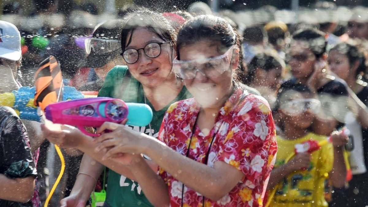 Cabinet approves extra Songkran holiday, making it five-day weekend