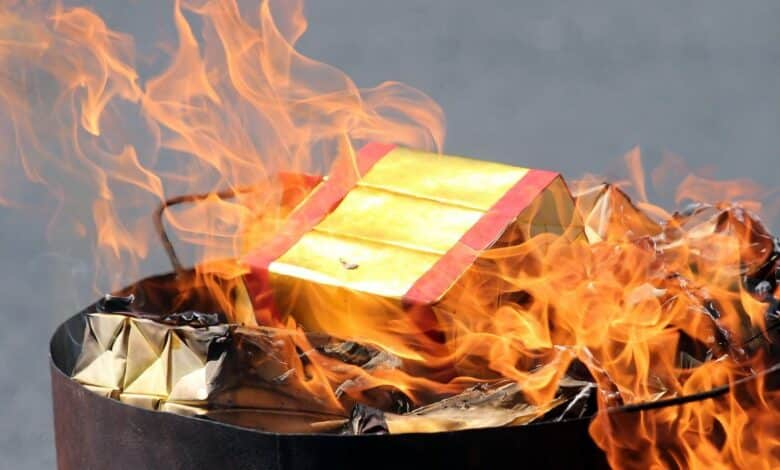 Doctors warn against burning of joss papers. DOCTORS have urged people not to burn joss paper as offerings and limit incense-burning during