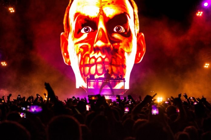 FATBOY SLIM, DJ TIESTO, STEVE AOKI TO LEAD S2O SONGKRAN FEST. A UK dance music icon will headline at a giant Songkran music festival this year.