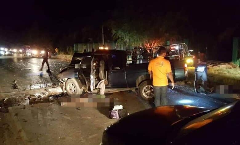 Four dead in Korat as pickups crash on curve. Four people were killed and another was seriously injured when two pickup trucks collided head-on in Nakhon